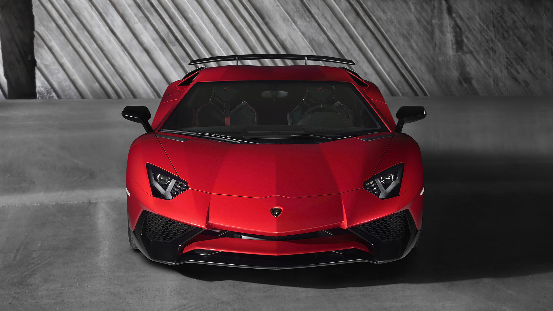 LAMBORGHINI AVENTADOR RENTAL – A CAR MAKES YOUR HEART RACE